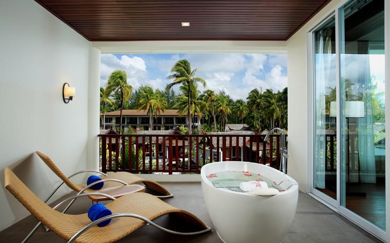 Moken pool view